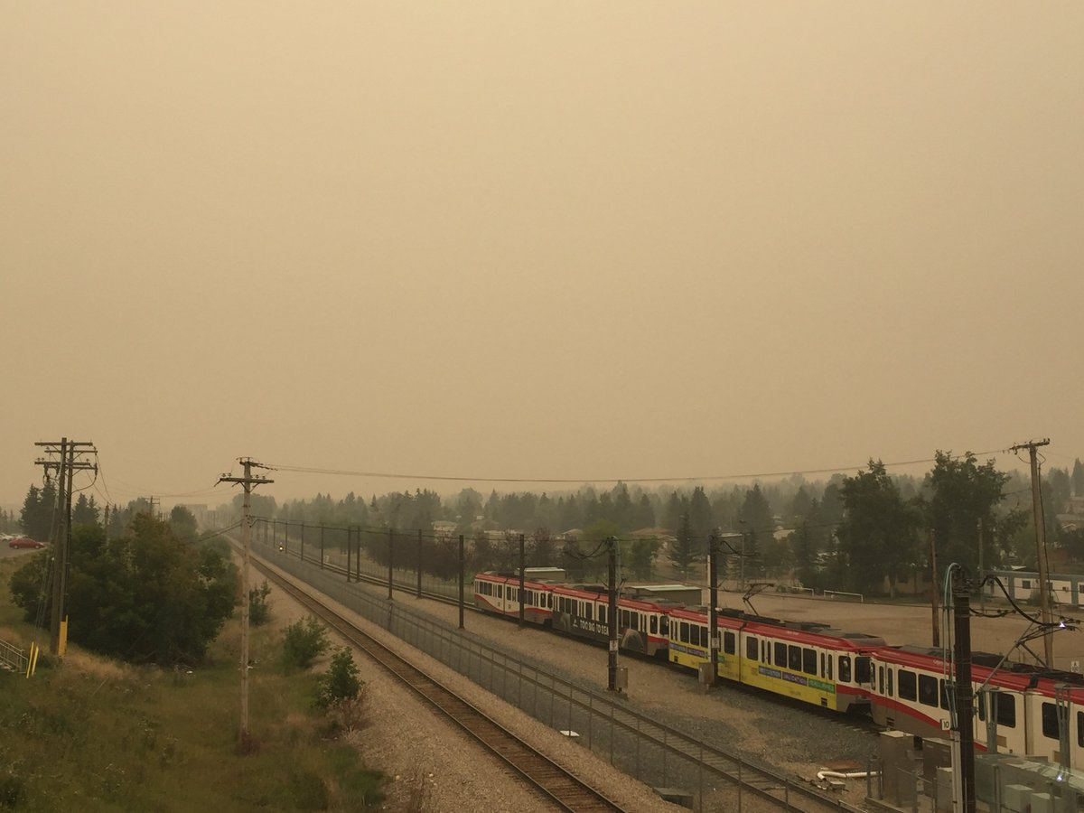 Heavy smoke conditions in Alberta today: Minimize physical activity outdoors. Remain indoors with windows, doors and air circulation fans/vents closed. If you drive to another location, keep windows and vents closed.  https://www. albertahealthservices.ca/news/Page14587 .aspx &nbsp; … <br>http://pic.twitter.com/EVsM8Q8K0V