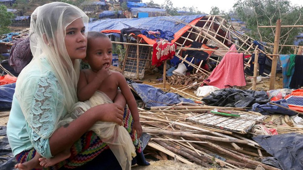There are nearly 1 million Rohingya refugees in Cox's Bazar now, and the majority of them are women and children... #Rohingya<br>http://pic.twitter.com/yFqsqQ2St3