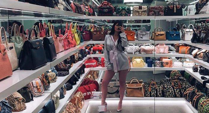 Kylie Jenner nos da un tour por su mágica habitación repleta de bolsos: https://t.co/sg1oa6n7JE