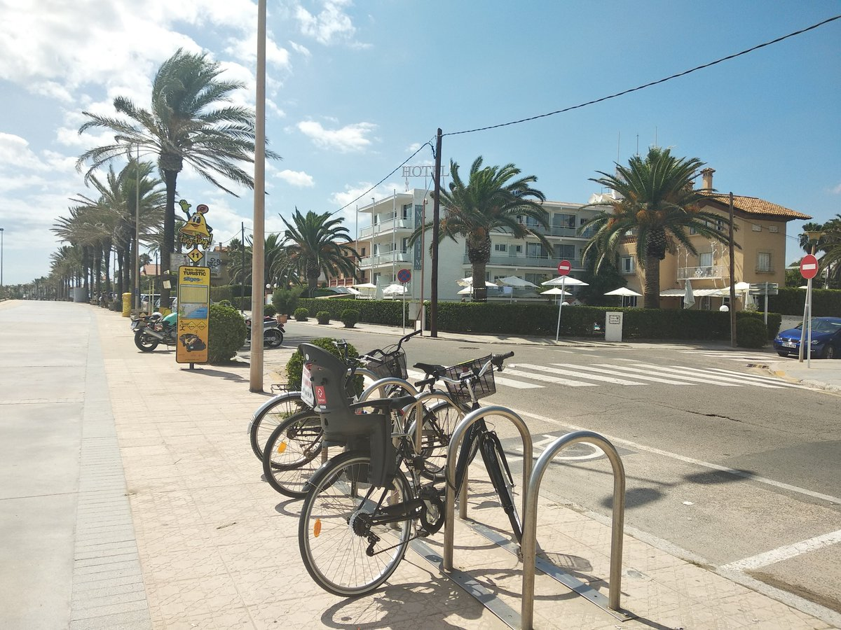 NICE WAY TO DISCOVER #SITGES Get on your bike!  @SuburMaritim provide free rental bike for their customers… #HappyWednesday<br>http://pic.twitter.com/CMCakvtCF7