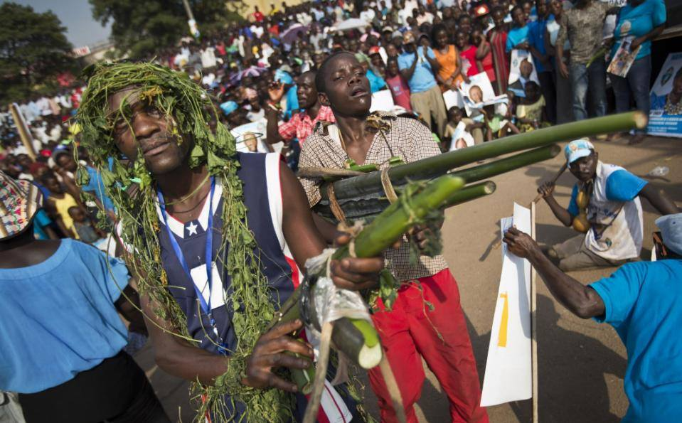 BREAKING: Bobi Wine&#39;s rebels have just taken Mbarara and are on the march to Kampala. Their leader was captured as he planned the Northern assault from Arua. High calibre guns like the ones his rebels are using were found in his hotel room. #treason!<br>http://pic.twitter.com/Kz1NCzXb7S