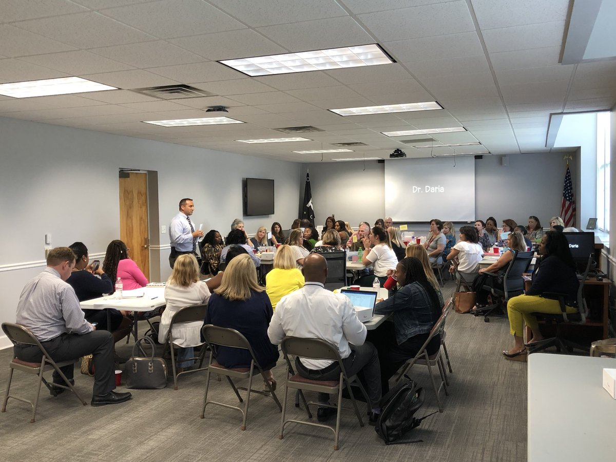 The 2018 @aasl Distinguished Administrator @MikeDaria sets the tone for the start of a phenomenal PLC with @TCSBoardofEd librarians and literacy coaches. Thank you @ezigbo_ for allowing me to observe this inspiring collaboration for the students of Tuscaloosa.<br>http://pic.twitter.com/fpK3YzwEAA