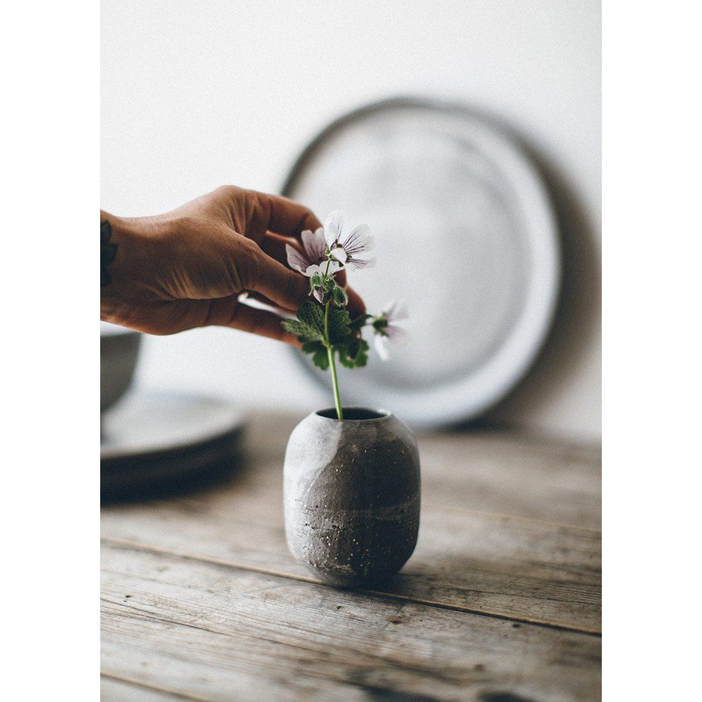 This hand thrown ceramic bud vase can be used to display a collection of delicate blooms or a single fading stem to bring a small dose of ever-changing simple beauty to wherever it sits. #HandmadeHour @HandmadeHour    https:// buff.ly/2w9K3NR  &nbsp;  <br>http://pic.twitter.com/GEXSG8E6SD