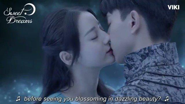 This is the kiss of true dreams between #DengLun and #DilrabaDilmurat! Watch them in #SweetDreams on Viki: bit.ly/SweetDreamTW #一千零一夜