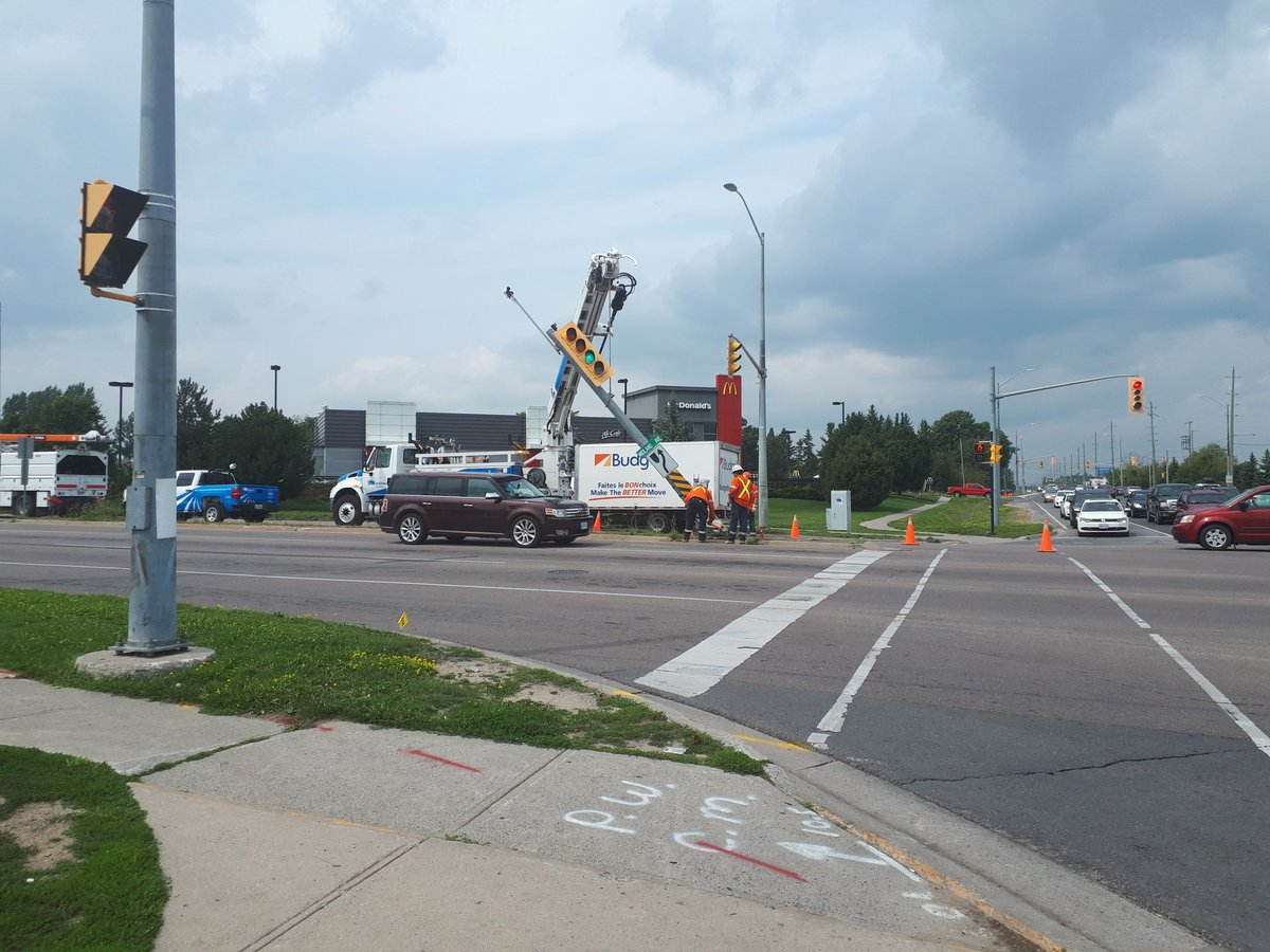 The collision at Princess St and Midland Ave is causing some minor delays.  - WB Princess at Midland has the left lane blocked as @UtilitiesKngstn work on the struck traffic light. - Please drive with caution. #ygk @MIHomeYGK @FRM_YGK<br>http://pic.twitter.com/zNKikkt0zy