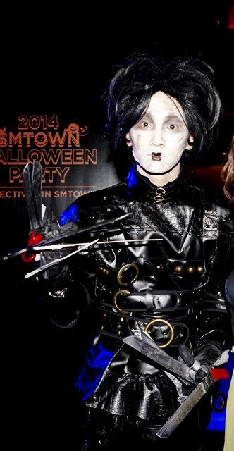 aaf633c7 RT @byuIroo: Kibum has always been the best dresser at SM's halloween party,