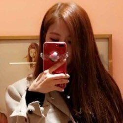 • Mirror selfies <br>http://pic.twitter.com/c9PeCrg5eU