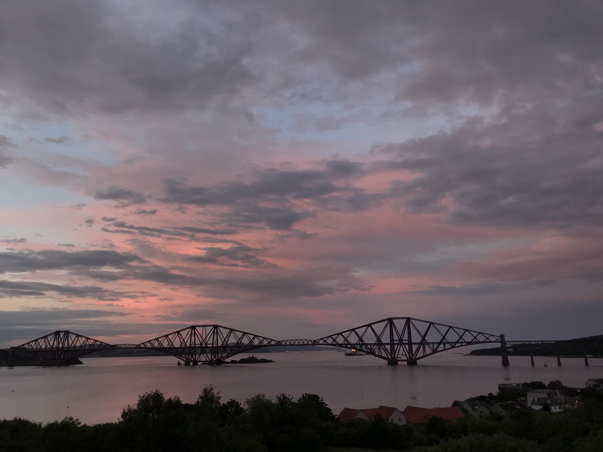 #sunset at Forth Rail Bridge  #Edinburgh #Scotland @VisitScotland @angie_weather @ThePhotoHour @StormHour @BBCScotWeather<br>http://pic.twitter.com/a2nh9QuN68