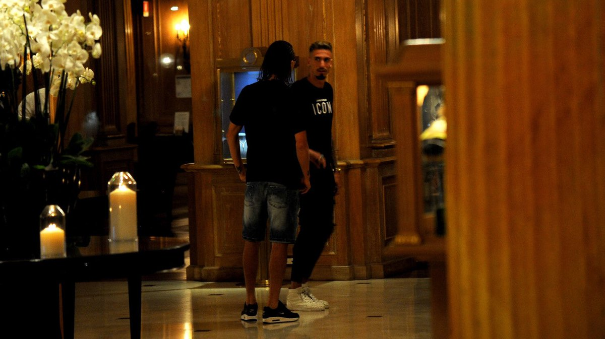 | Castillejo arrives to Westin Palace hotel in Milano ahead of completng his move to Milan <br>http://pic.twitter.com/z7Wn4GSiRo