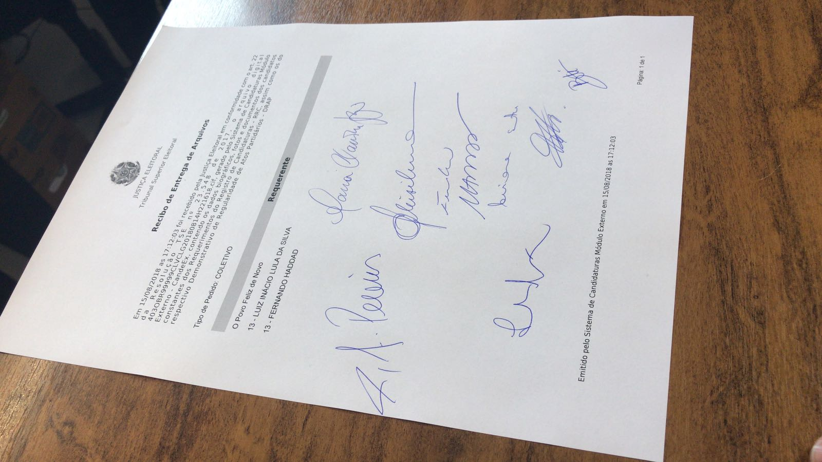 É oficial! #LulaÉCandidato Acompanhe em https://t.co/GP2HjC4ypa https://t.co/2BsxC0NiD6