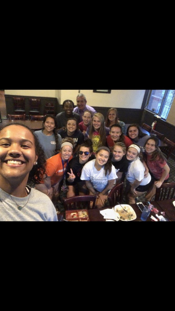 Team dinner tonight after practice to celebrate our setter, Shelby Bryant's birthday! #PHamily #phccvolleyball<br>http://pic.twitter.com/EhPAv3VLLf