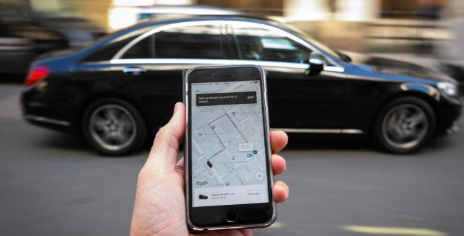 Uber is still struggling to make money while the ride-hailing service&#39;s CEO deals with the headaches left behind by his predecessor  https:// cbsn.ws/2KYnQaP  &nbsp;  <br>http://pic.twitter.com/zP7v8ByrAv