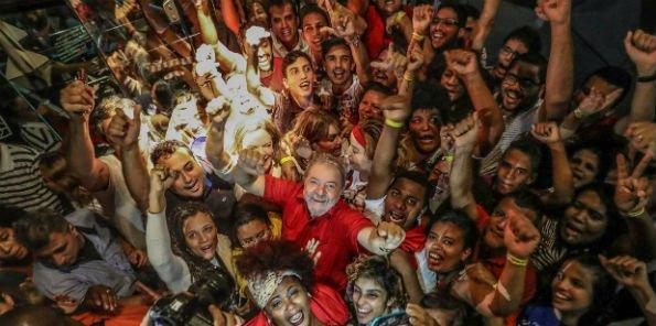 A carta de Lula, agora candidato: 'o Brasil vai voltar a ser feliz' - https://t.co/zMZtvViIq9
