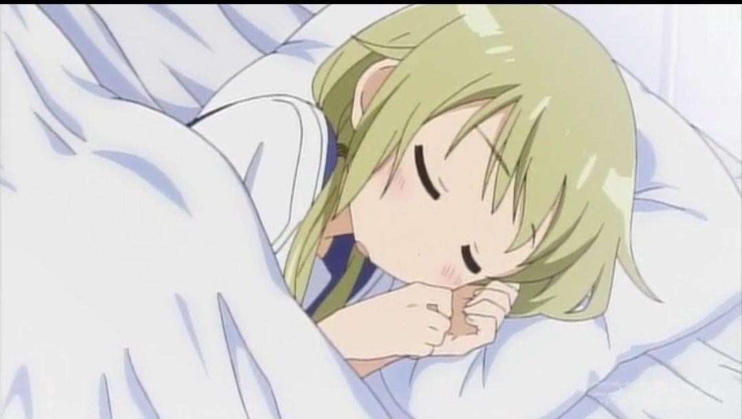 ベッドで寝ている櫟井唯