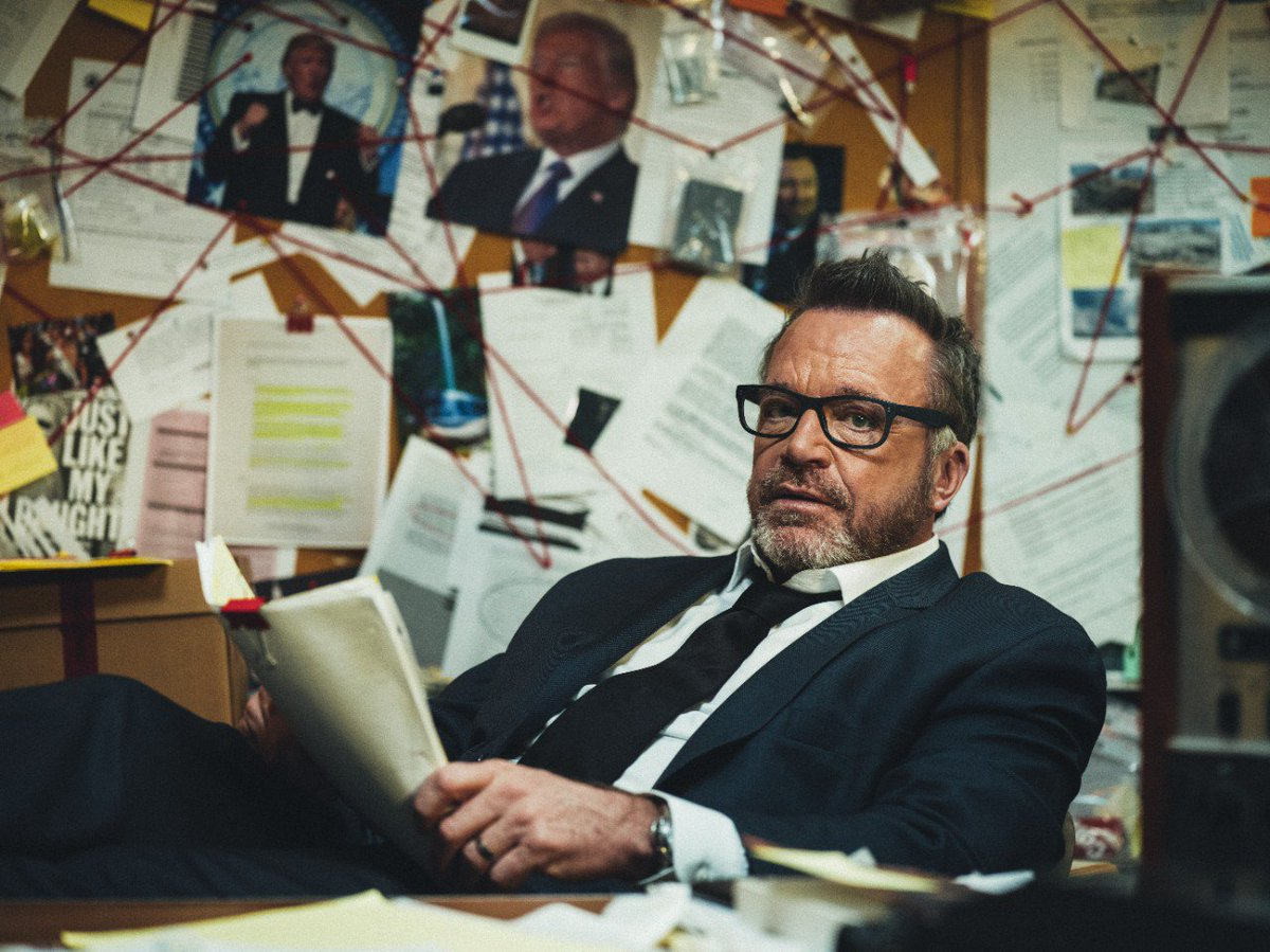 Tonight, @TomArnold is talking #TrumpTapes with @jimmykimmel. Be there, 11:35p on ABC.  #TheHuntForTheTrumpTapes<br>http://pic.twitter.com/tQ2mCdpqEd