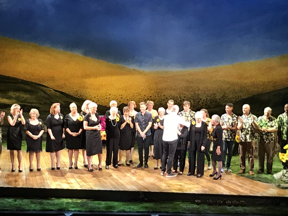 Thank you @thegirlsmusical for the opportunity to attend the dress rehearsal this evening, it was absolutely superb!! Thank you too to @Fern_Britton @RealDeniseWelch @sarakcrowe &amp; @karendunbar147 for letting us ambush you for selfies &amp; being so lovely. See you in Leicester! <br>http://pic.twitter.com/peyQMO3ft9