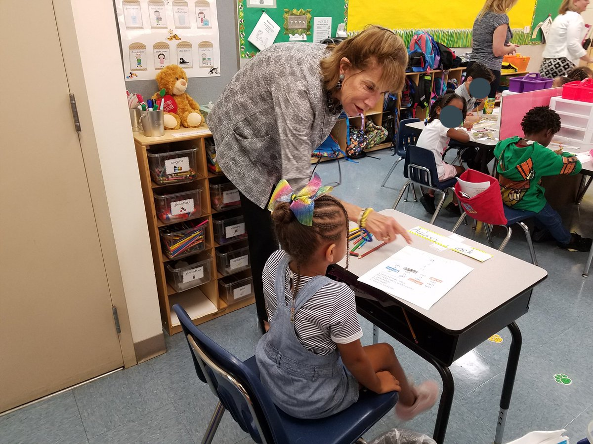 Thank you to Ms. Lynn Gray, Hillsborough County School Board Member, for visiting @HCPS_Frost today.  You haven&#39;t lost your gift of teaching. PE, Music and Art, you did it all! @TMcManusHCPS @AchievementSch @YinkaAlegeHCPS @MFitzgerald44 @Jeff_Eakins<br>http://pic.twitter.com/dtxMz42X7X