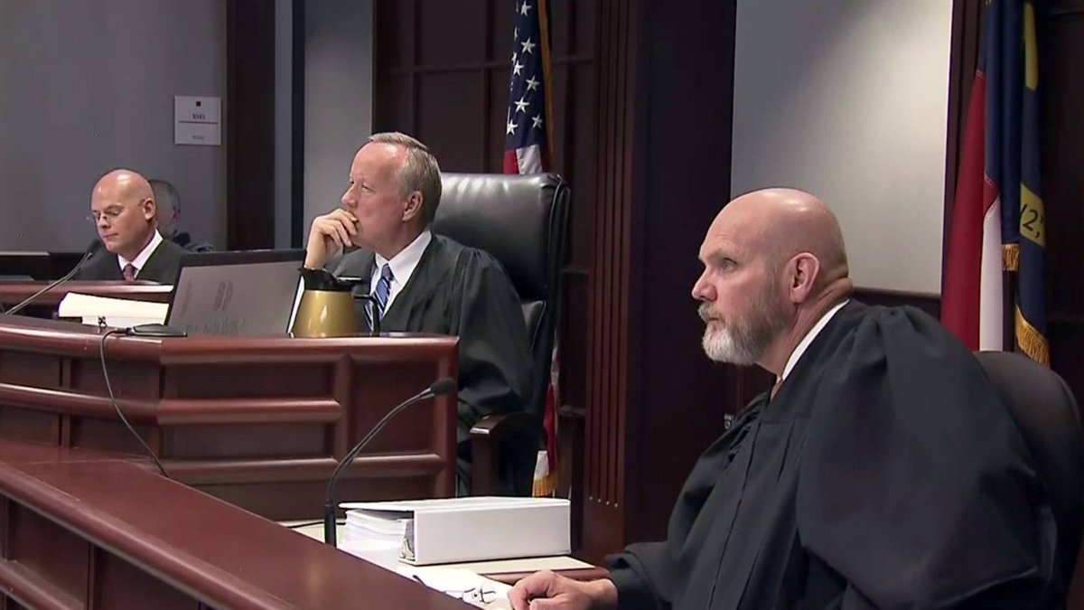 3-judge panel orders @NCSBE to hold off printing ballots until Sept 1 to give courts chance to sort out challenges to proposed amendments.  http:// wral.com/17771309  &nbsp;   #ncpol #ncga #wral <br>http://pic.twitter.com/3TAuJTpvaN