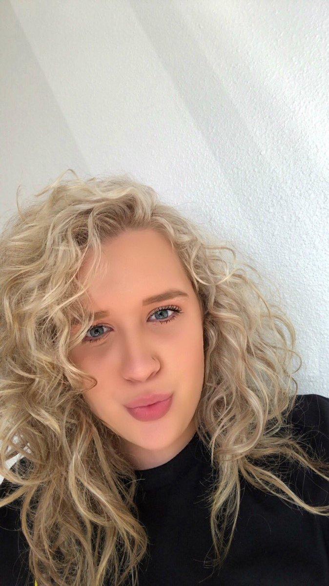 since i never post natural hair selfies  <br>http://pic.twitter.com/YVdfrp9alV