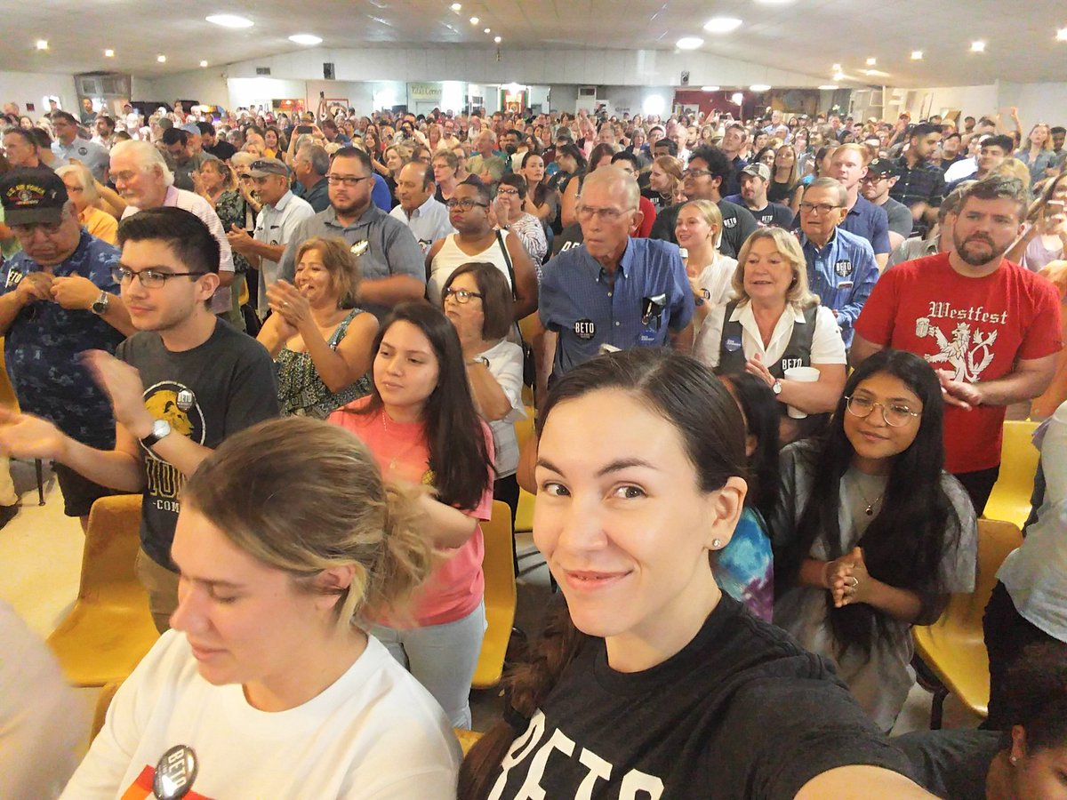 It&#39;s a full house tonight for  @BetoORourke. Not too shabby for Waco, Y&#39;all. <br>http://pic.twitter.com/YwNFyBAhLB