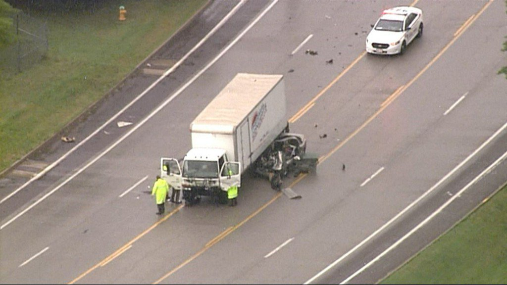 20-year-old man dead after head-on crash in south county https://t.co/zWeAGYIIKB