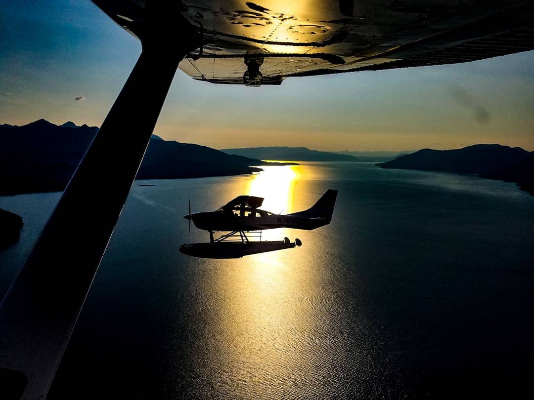 Silhouette! Aviation trivia: Name the plane! Is it our: A) Beaver, B) Cessna 206, or C) Cessna 207? <br>http://pic.twitter.com/FbdM33lFav