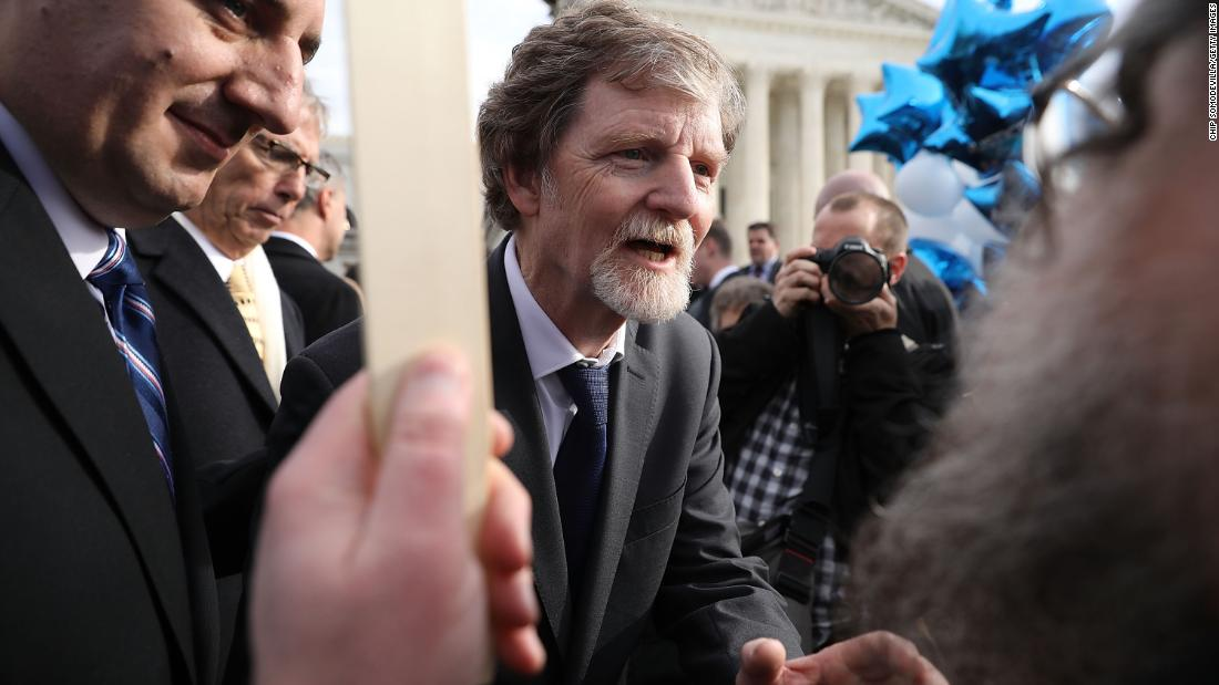 The Colorado baker who became a national figure after he refused to bake a custom cake to celebrate the marriage of a same-sex couple due to a religious objection is suing the governor, saying the state 'has been on a crusade to crush' him https://t.co/JXODBcPuNS