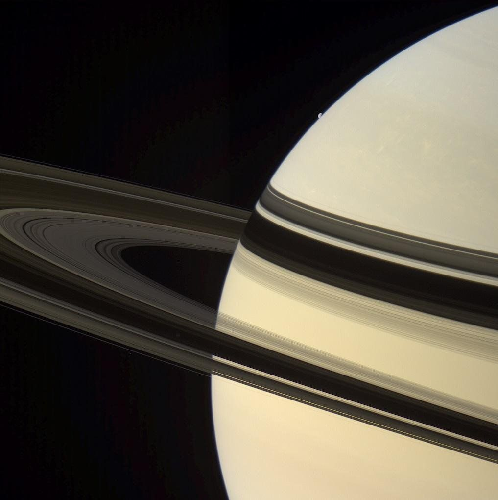 #Space: the small #Dione emerging from the massive body of #Saturn https://t.co/xmokiWpBdM via Gordan Ugarkovic