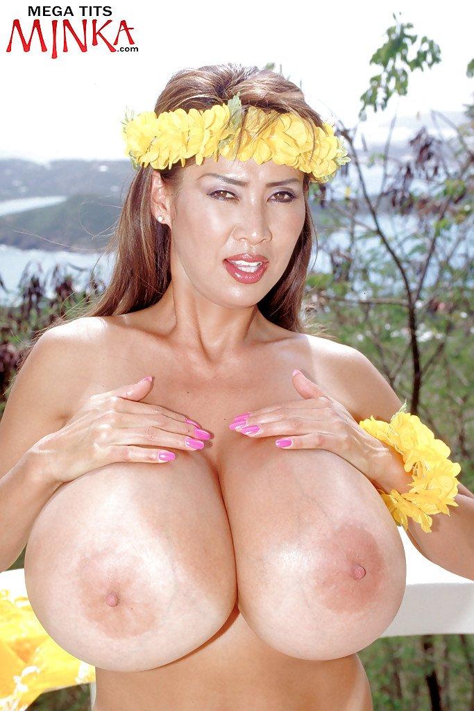 big-bras-xl-girls-minka-asian