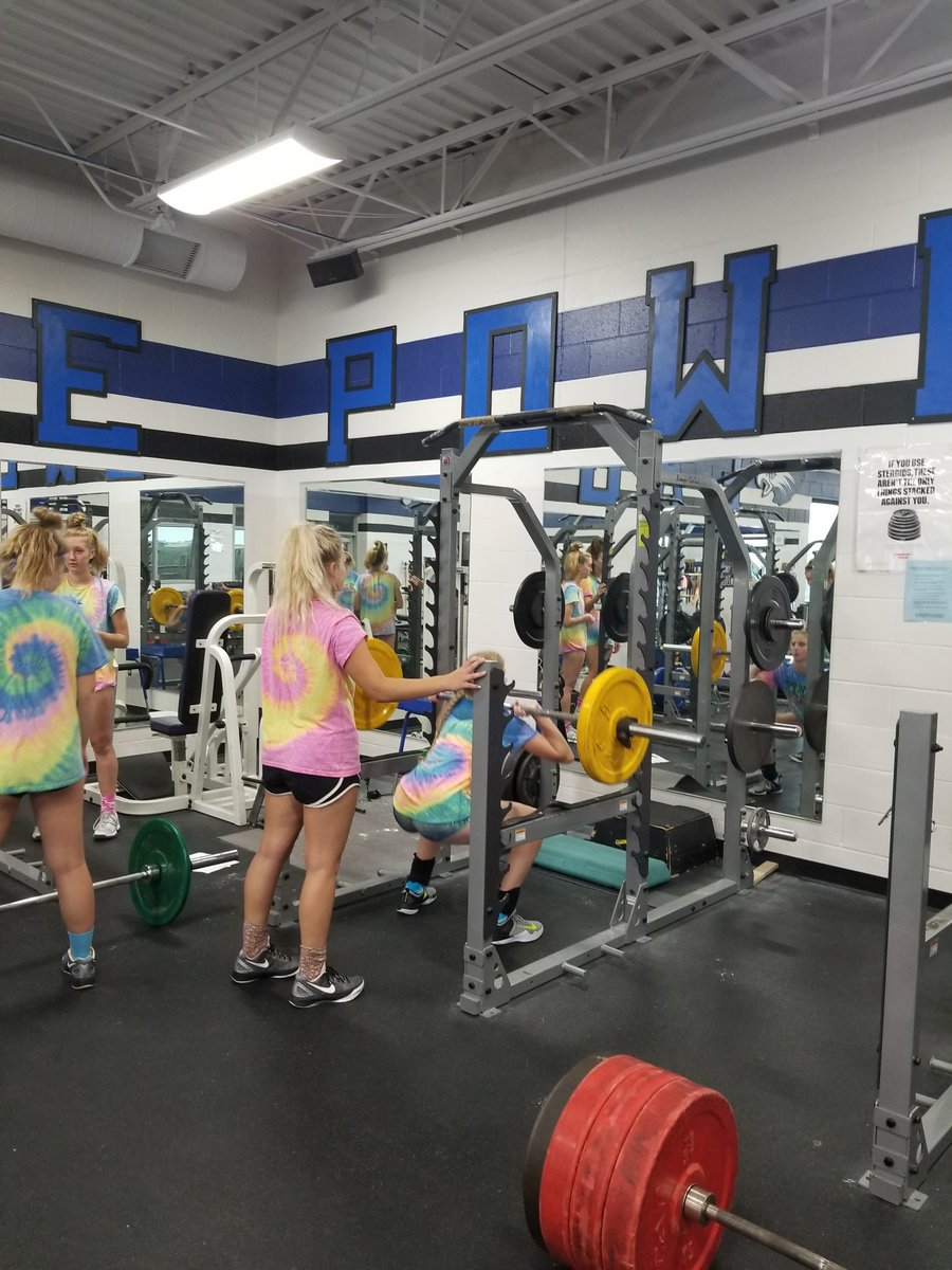 Working hard on the court and in the weight room. #tiedye #pitholes #botharms #hardworkpaysoff #goeagles<br>http://pic.twitter.com/BXHUdlkA4G