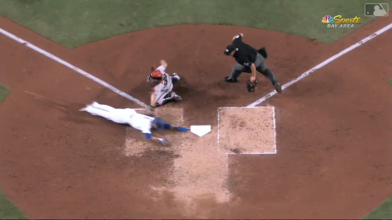 The throw! The tag! Delicious   #SFGiants https://t.co/vInR17Vm8b