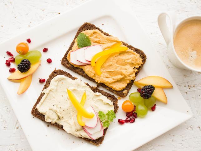 Los alimentos que te van a ayudar sin dietas a perder esos kilitos que te has echado en vacaciones https://t.co/botTaOvuUf