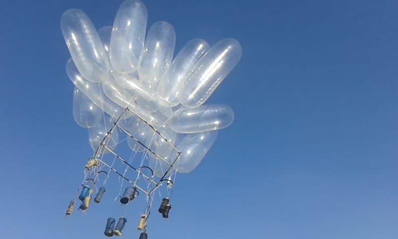 #Israele #Gaza Tregua? A parole, nei fatti i palloncini incendiari lanciati da Gaza verso Israele continuano e ora anche più grossi e pericolosi.Foto di oggi.  - Ukustom