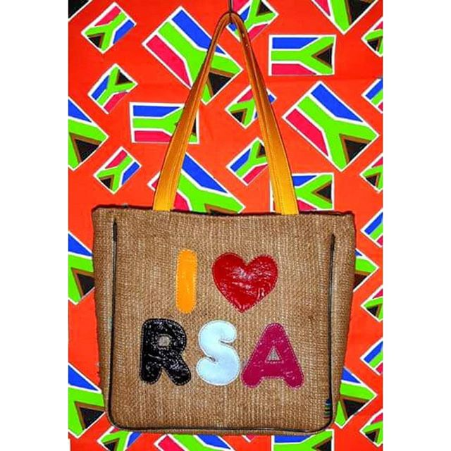 #throwbackthursday Once upon a time I designed and manufactured #handbags, this started in 2000 and ended in 2005. This simple #iloversa #totebag bag was my favourite, and fortunetly a market favourite back in my home country #republicofsouthafrica which is what the RSA stood for