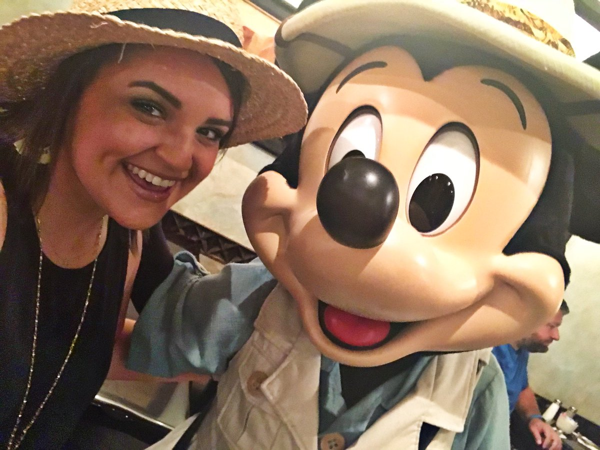 Mornings with #Mickey! Can you think of a better what to start the day at @WaltDisneyWorld ? #travelblogger #disneyblogger #disney #disneyworld #AnimalKingdom #travelagent #tuskerhouse #mickeymouse #characterdining #wdw #wdwresort #safari #disneyplanner<br>http://pic.twitter.com/IxXAm7ZBaz &ndash; à Tusker House Restaurant