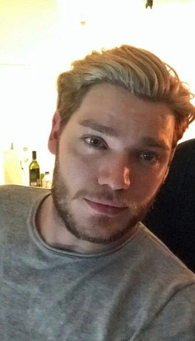 Blonde hair.. dark beards..  why are they doing this to me?  #SaveShadowhunters<br>http://pic.twitter.com/kio8P6TE9J