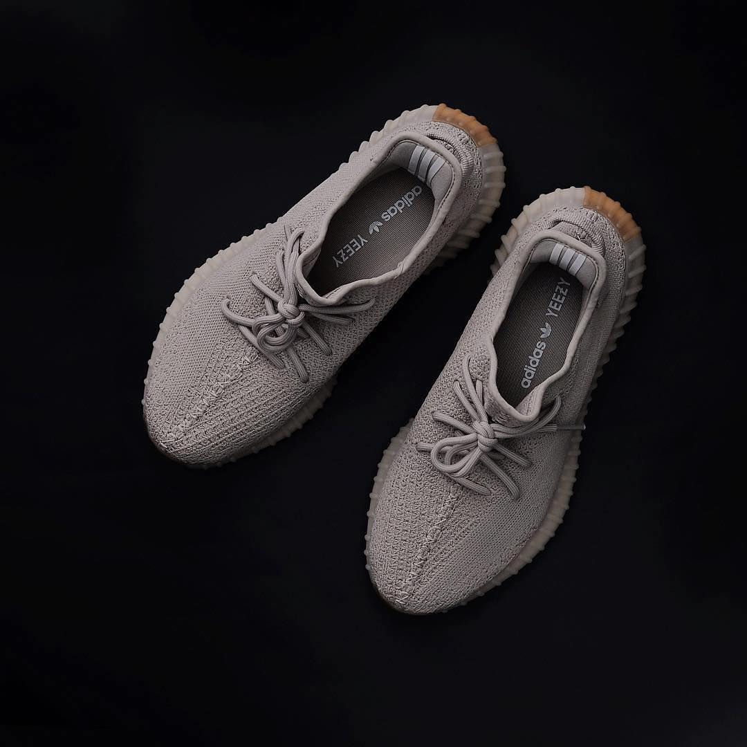 """8637c4258a4d  adidas  Yeezy  Boost 350 v2 """"Sesame"""" Release Date  October 2018   220 http   bit.ly 2iTeUH7 pic.twitter.com NkDatktVGL"""