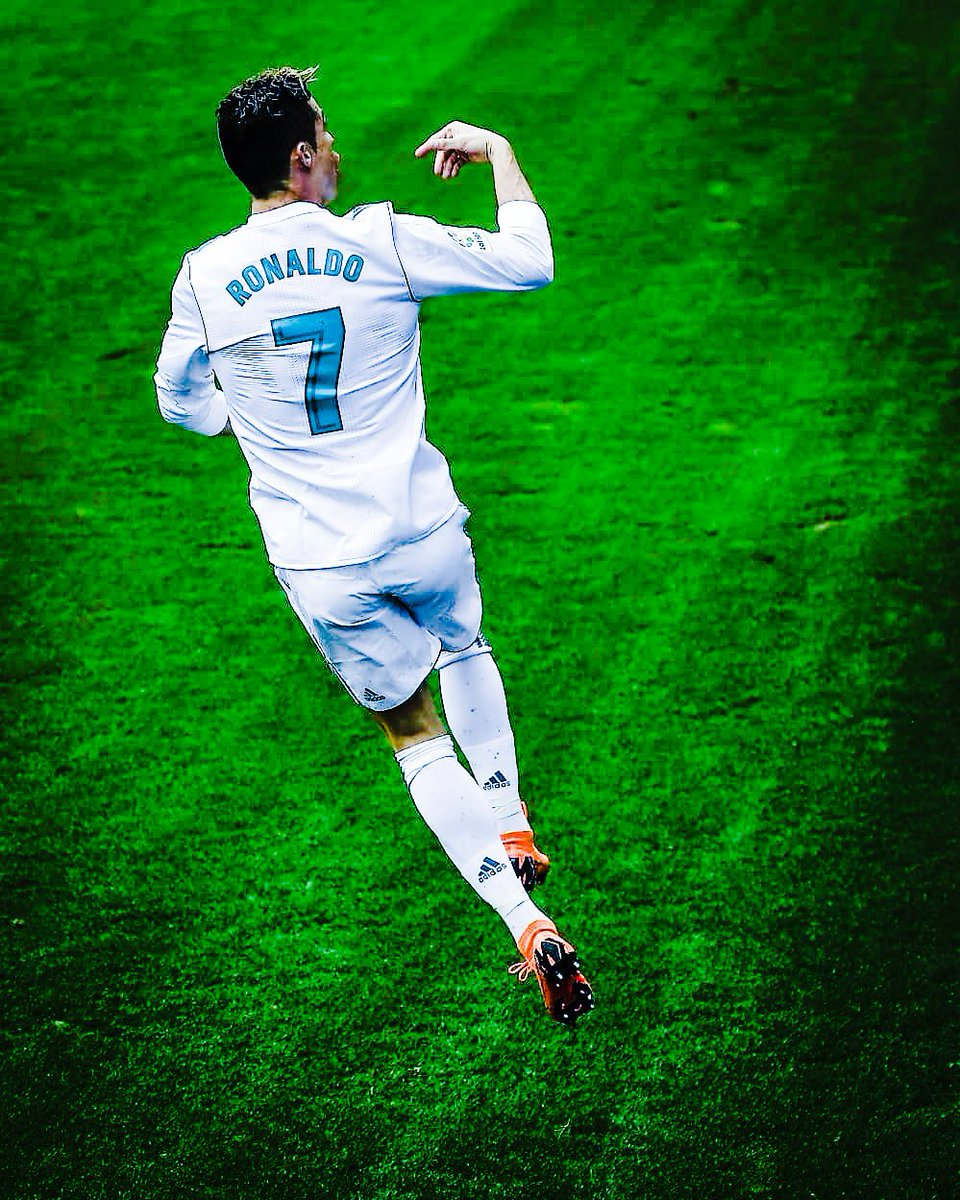 Cristiano Ronaldo been the top goalscorer in a Champions League season a record 6 times, he also holds the record for winning this individual accolade the last 5 consecutive seasons. <br>http://pic.twitter.com/HtHlylBMki