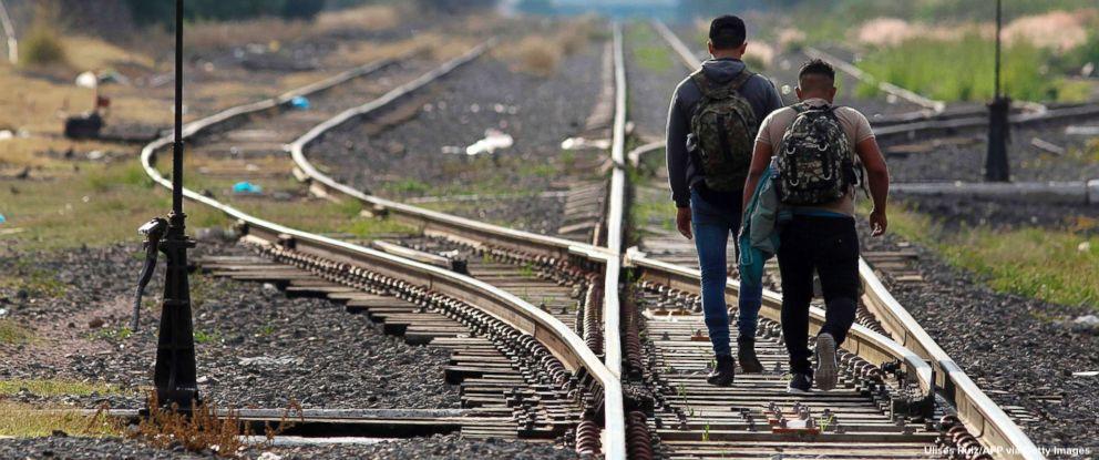 Dramatic photos capture migrants' journey to southern U.S. border. https://t.co/U2fu8m8uDL https://t.co/MFKwcFUOsE
