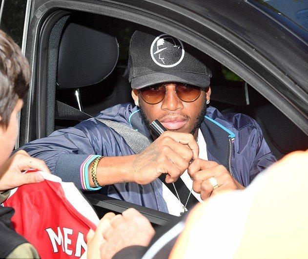 Fred, Martial &amp; Sanchez arriving at Carrington today #MUFC <br>http://pic.twitter.com/1OKbg5dna9
