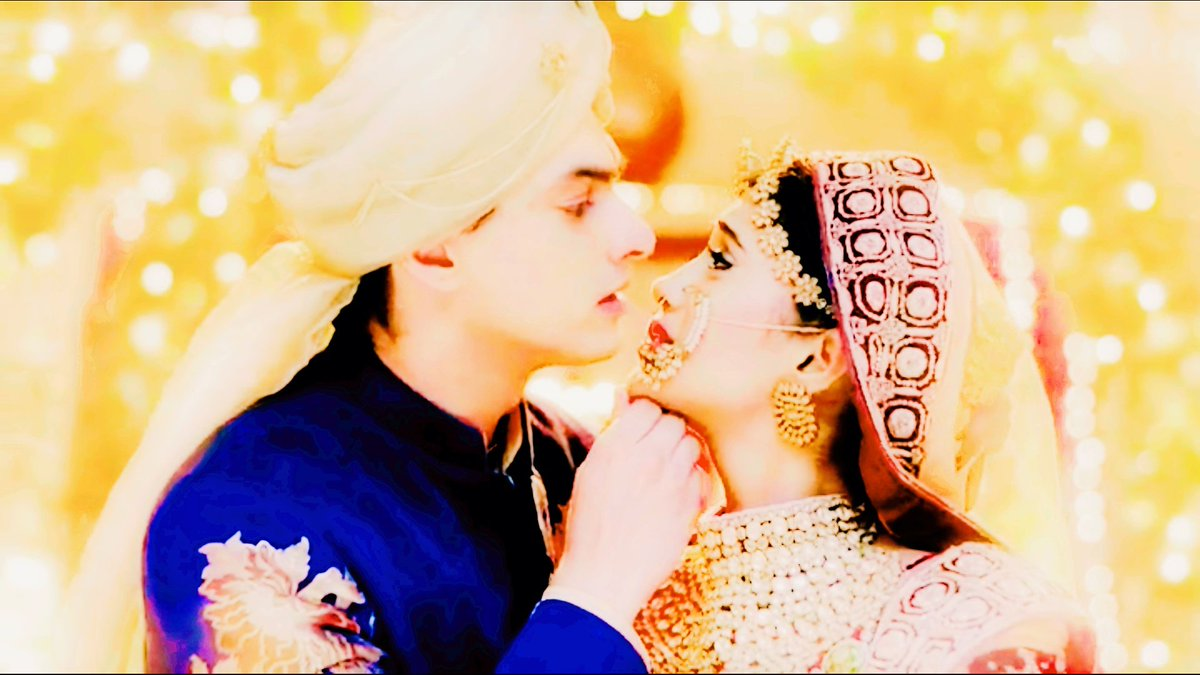 He looked at her thinking amusingly how on earth did a star fell for him  #NoDivorceForKaira<br>http://pic.twitter.com/QbNH1MMEZF