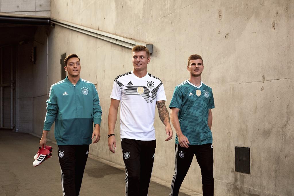El dardo de Kroos a Özil por el tema del supuesto racismo en la selección alemana trib.al/hmalM0Q