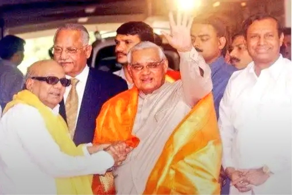 #RIPVajpayee - The Bonding between M.Karunanidhi and Vajpayee