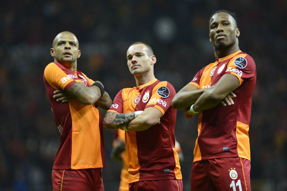 Felipe Melo, Sneijder & Drogba 💛❤️  #UCL #ThrowbackThursday