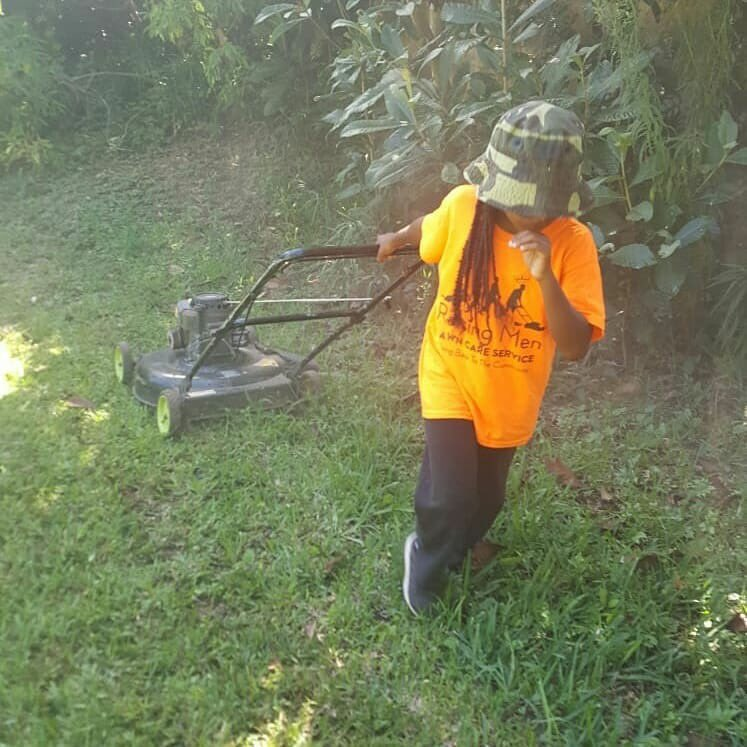 Family, Please help me to congratulate 9 year old AJ from Bermuda who is taking part in the 50 yard challenge for mowing his 20th lawn. He has now earned his green shirt .  AJ you rock, you are a hero ! Your green shirt should be there very soon <br>http://pic.twitter.com/ioA767b2mr