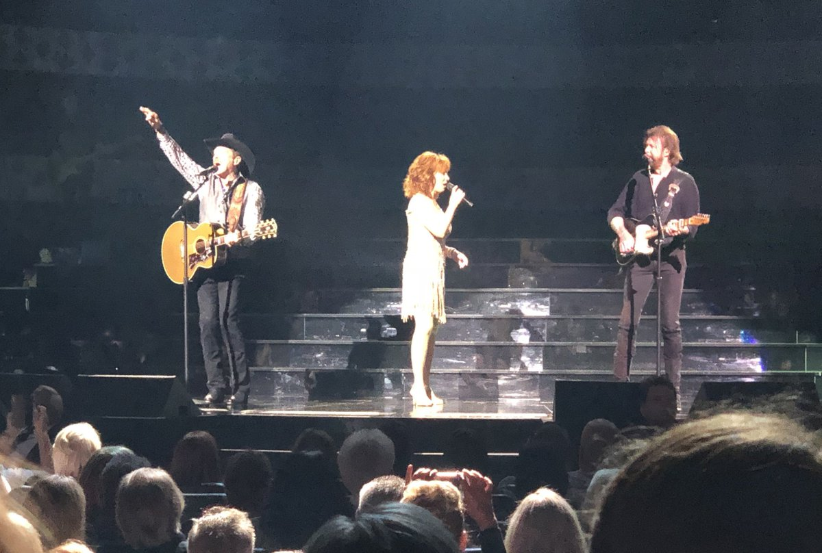 Together again in Las Vegas, the fabulous @reba @KixBrooks @ @RonnieDunn Thanks so much Ronnie for inviting us to the show. It was incredible.