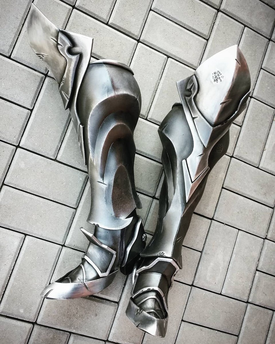 Darksiders 3 Fury cosplay boots are 💯% finished 😄  #darksiderscosplay #darksiders #cosplay #darksiderslegion #fury #boots #cosplayarmor #armor #silver #metalarmor https://t.co/bTZUJHJPHt