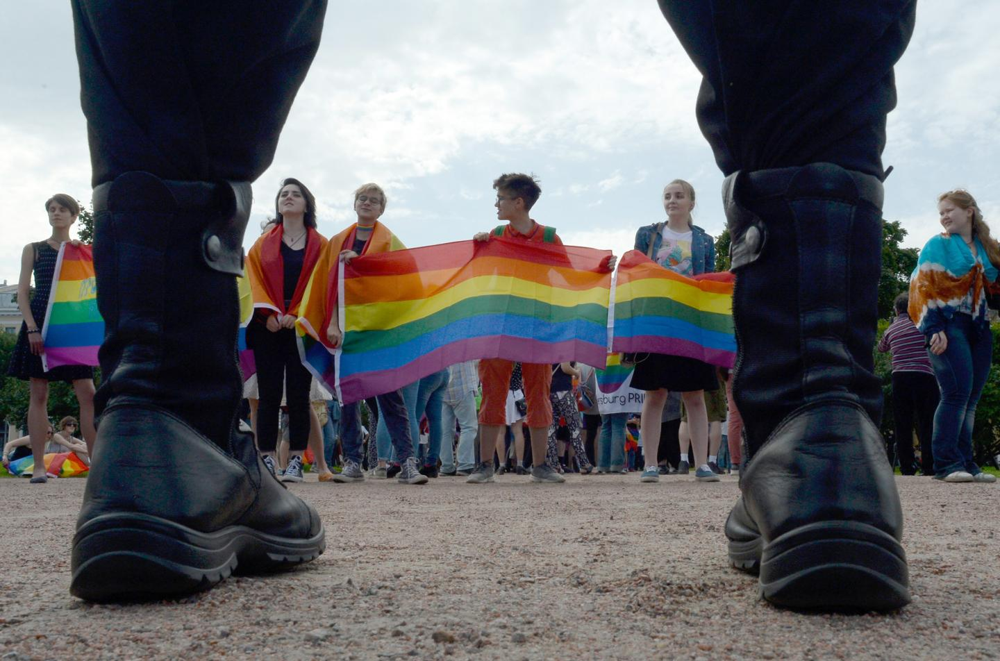 Russian LGBT pride parade approved and immediately banned in village of seven people https://t.co/olU5kDC7Ej https://t.co/hVSs5aA3qE