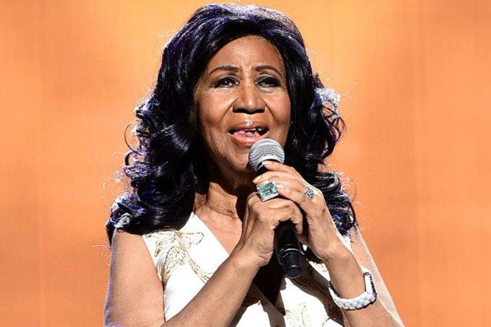 #TANZIA: Malkia wa muziki wa aina ya soul, Aretha Franklin kutoka nchini Marekani amefariki dunia hii leo akiwa na umri wa miaka 76. Aretha atakumbukwa kwa umahiri wake wa kucheza na sauti pamoja na piano. R.I.P Aretha Franklin.