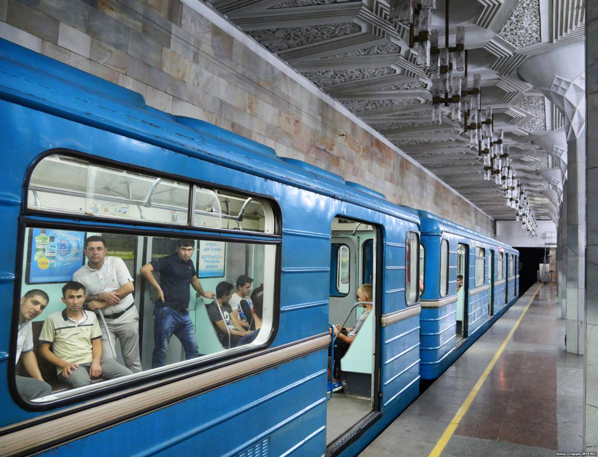 Gorgeous photos of the Tashkent metro — Central Asia&#39;s oldest subway system — where photography was banned for decades.  https://www. rferl.org/a/uzbekistan-s -secret-underground-a-ban-on-photography-is-lifted-on-tashkent-metro-/29437456.html &nbsp; …  via @RFERL<br>http://pic.twitter.com/cVN0FF96pC